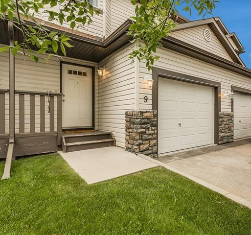 156 Canoe Drive SW #9, Airdrie, AB T4B 2Z3 (#C4194716) :: Tonkinson Real Estate Team
