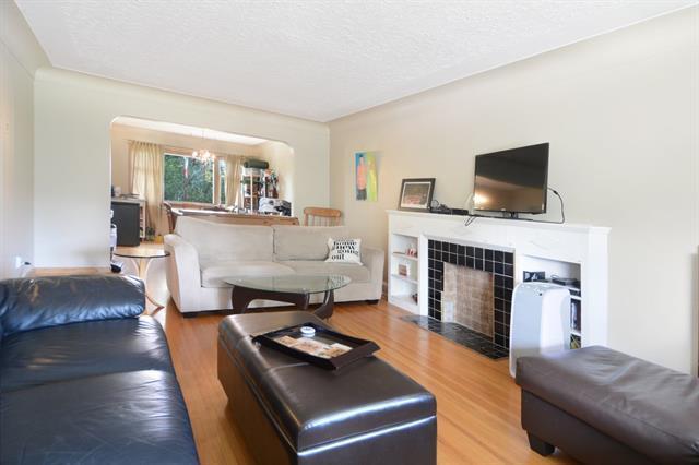 2204 24 Avenue NW, Calgary, AB T2M 1Z7 (#C4194796) :: Carolina Paredes - RealHomesCalgary.com