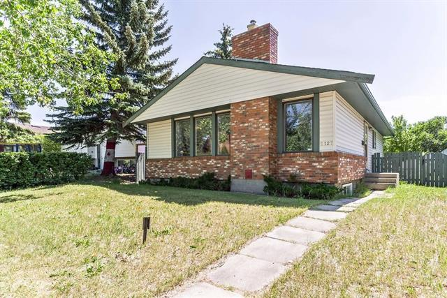 8127 8127 Ranchview Dr Nw Drive NW, Calgary, AB T3G 1G6 (#C4194806) :: Tonkinson Real Estate Team