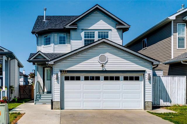 141 Martinvalley Crescent NE, Calgary, AB T3J 4L7 (#C4194851) :: Calgary Homefinders