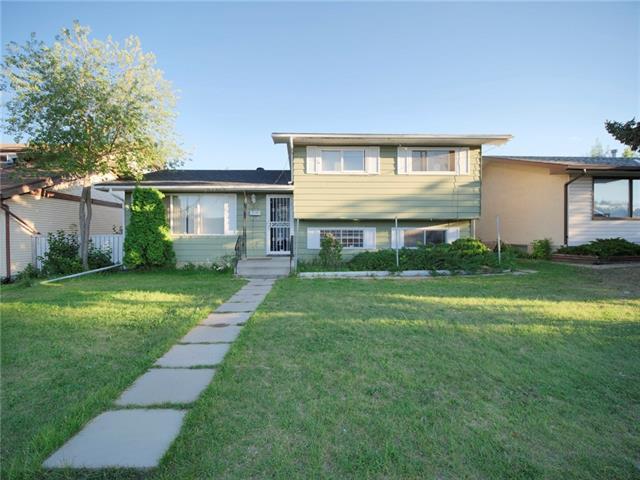 5760 Maidstone Crescent NE, Calgary, AB T2A 4C4 (#C4194874) :: Tonkinson Real Estate Team