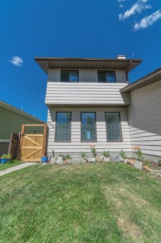 1304 Berkley Drive NW, Calgary, AB T3K 1S9 (#C4194896) :: Tonkinson Real Estate Team