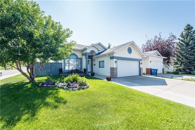 3 Sandalwood Heights NW, Calgary, AB T3K 4B6 (#C4194919) :: Carolina Paredes - RealHomesCalgary.com