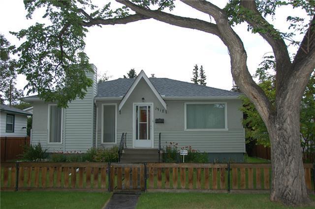 1918 21 Avenue NW, Calgary, AB T2M 1M6 (#C4195211) :: Carolina Paredes - RealHomesCalgary.com