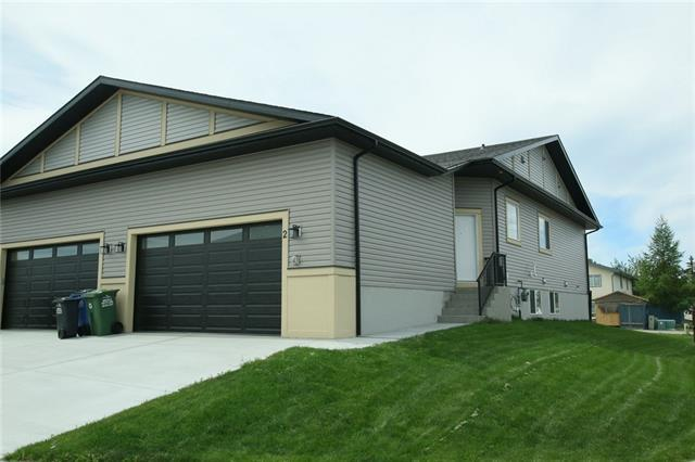 2 West Mcdonald Place, Cochrane, AB T4C 1L8 (#C4195223) :: Redline Real Estate Group Inc