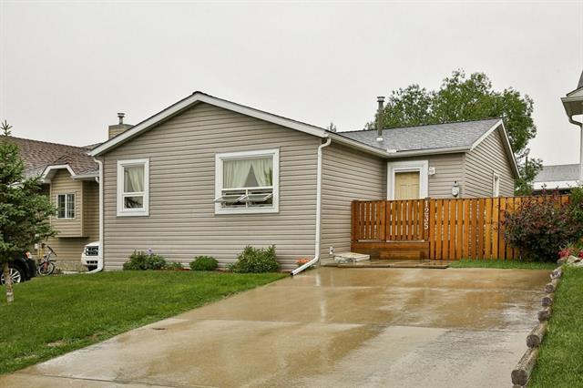 1235 Allen Street SE, Airdrie, AB T4B 1B6 (#C4195320) :: Tonkinson Real Estate Team