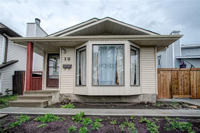 10 Martindale Drive NE, Calgary, AB T3J 2V7 (#C4195409) :: Calgary Homefinders
