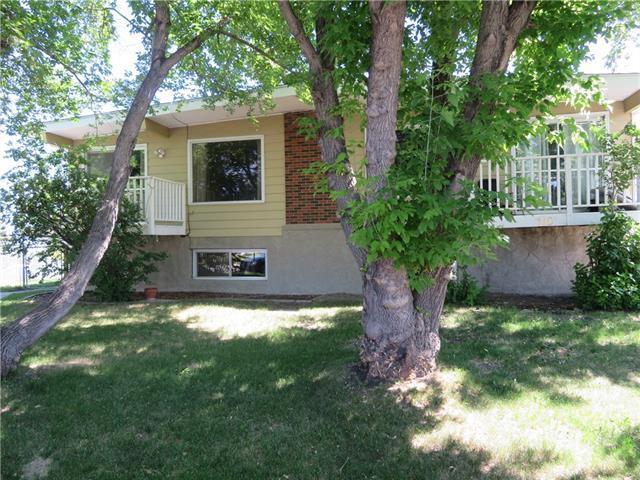 110-112 Hunterbrook Place NW, Calgary, AB T2K 4V7 (#C4195496) :: Tonkinson Real Estate Team