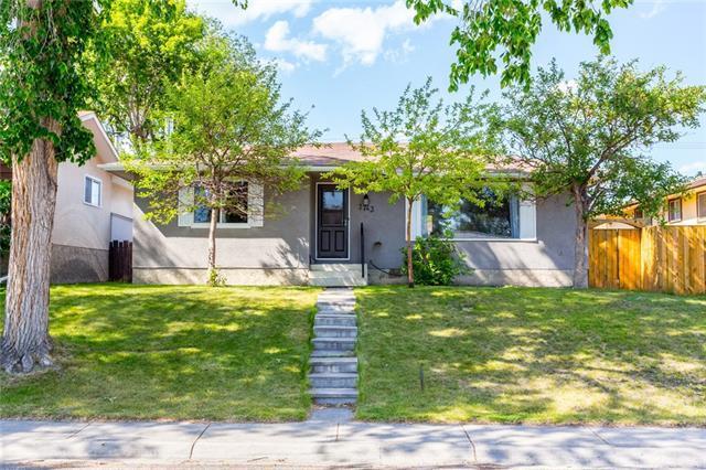 7743 Huntridge Crescent NE, Calgary, AB T2K 4C8 (#C4195535) :: Tonkinson Real Estate Team