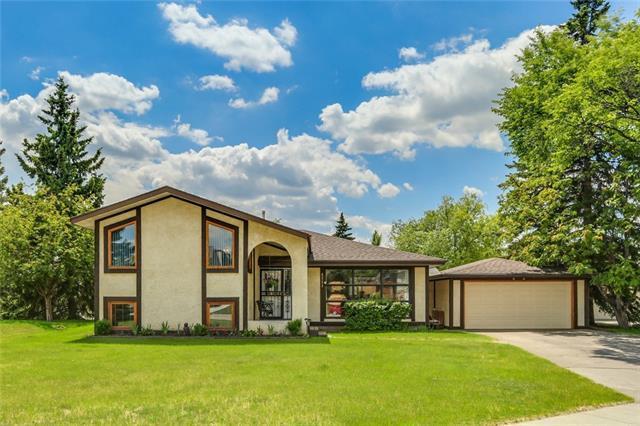 4511 Grove Hill Road SW, Calgary, AB T3E 4E7 (#C4195553) :: Carolina Paredes - RealHomesCalgary.com