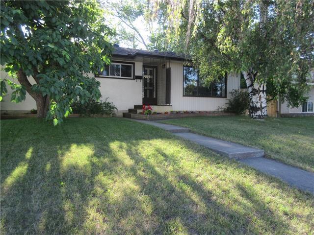 9819 2 Street SE, Calgary, AB T2J 0W3 (#C4195650) :: Calgary Homefinders