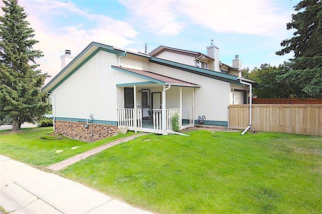 303 Coach Side Road SW, Calgary, AB T3H 1C7 (#C4195669) :: Calgary Homefinders