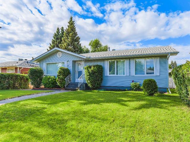 15 Hogarth Crescent SW, Calgary, AB T2V 3A8 (#C4195677) :: Calgary Homefinders