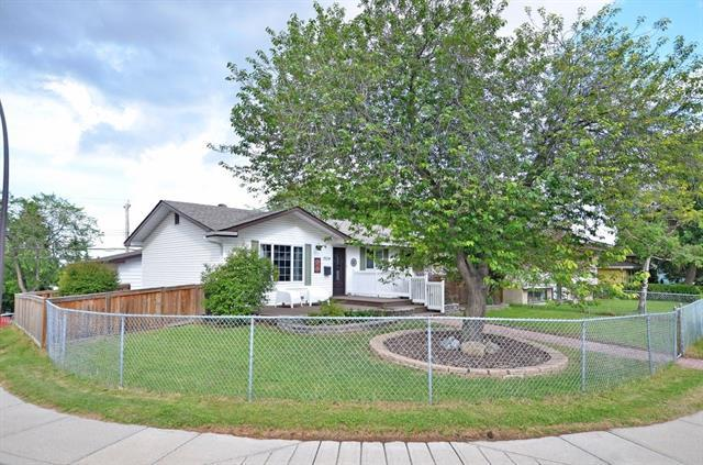 7524 7 Street NW, Calgary, AB T2K 1E6 (#C4195739) :: Tonkinson Real Estate Team