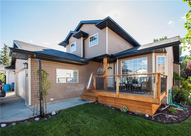 12 West Boothby Crescent, Cochrane, AB T0L 0W4 (#C4195763) :: Tonkinson Real Estate Team