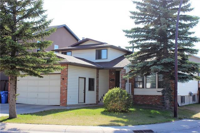 4 Castlebury Way NE, Calgary, AB T3J 1M4 (#C4195837) :: The Cliff Stevenson Group