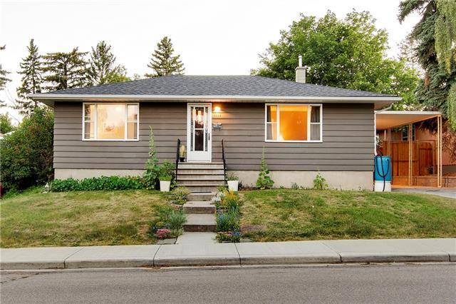 2223 Kelwood Drive SW, Calgary, AB T3E 3Z5 (#C4196002) :: Carolina Paredes - RealHomesCalgary.com