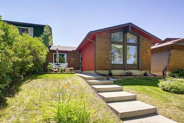 924 Midridge Drive SE, Calgary, AB T2X 1J5 (#C4196010) :: Tonkinson Real Estate Team