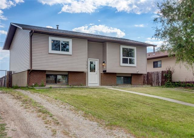 120 Bedford Circle NE, Calgary, AB T3K 1L1 (#C4196017) :: Tonkinson Real Estate Team
