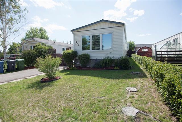 207 Huntwell Road NE, Calgary, AB T2K 5T7 (#C4196111) :: Tonkinson Real Estate Team