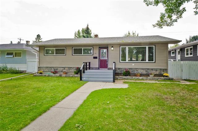 60 Hillgrove Drive SW, Calgary, AB T2V 3L6 (#C4196112) :: Canmore & Banff