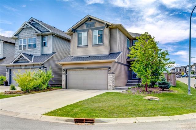 702 Panora Way NW, Calgary, AB T3K 0N8 (#C4196216) :: Calgary Homefinders