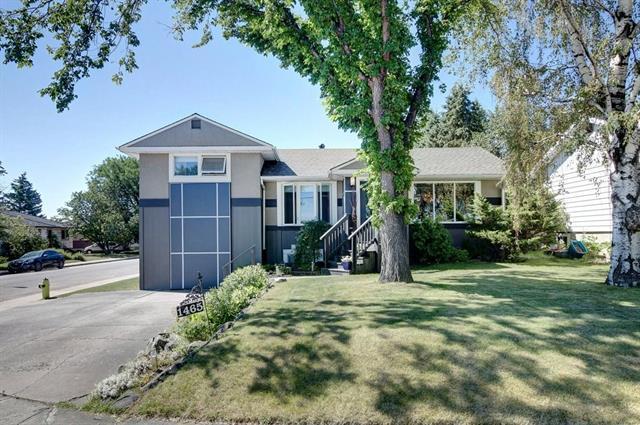 1465 Russell Road NE, Calgary, AB T2E 5N2 (#C4196331) :: Calgary Homefinders