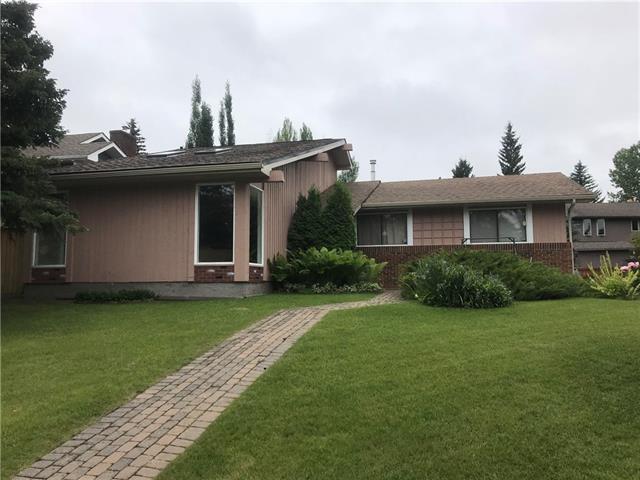 223 Oakside Circle SW, Calgary, AB T2V 4H4 (#C4196398) :: Tonkinson Real Estate Team