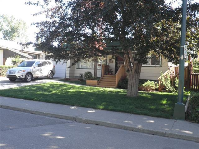 2320 Capitol Hill Crescent NW, Calgary, AB  (#C4196415) :: Tonkinson Real Estate Team