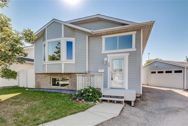 26 Elsmore Place SE, Airdrie, AB T4B 2G2 (#C4196595) :: Redline Real Estate Group Inc