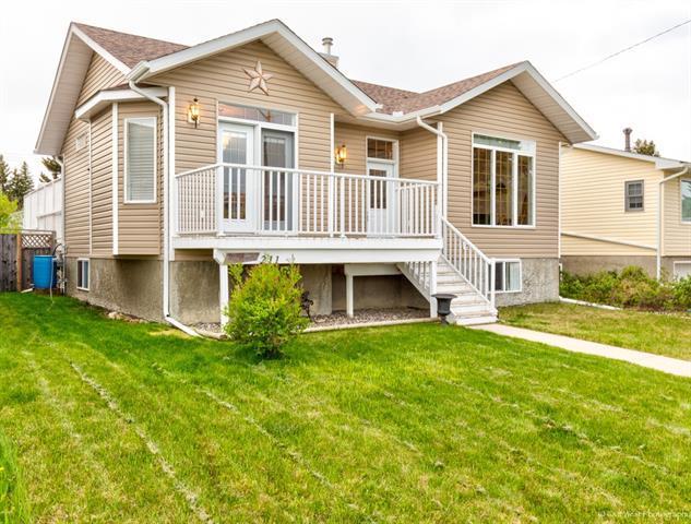 211 Royal Avenue NW, Turner Valley, AB T0L 2A0 (#C4196725) :: Redline Real Estate Group Inc