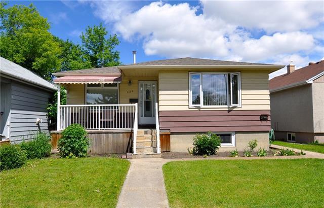 520 20 Avenue NW, Calgary, AB T2M 1C6 (#C4196794) :: Redline Real Estate Group Inc