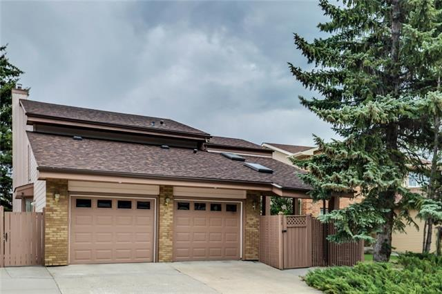 28 Millside Way SW, Calgary, AB T2Y 2P7 (#C4196871) :: Redline Real Estate Group Inc