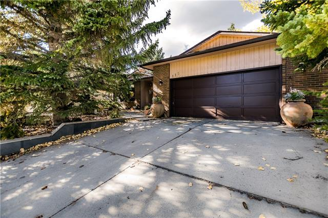 115 Oakside Gate SW, Calgary, AB T2V 4J5 (#C4196872) :: Canmore & Banff