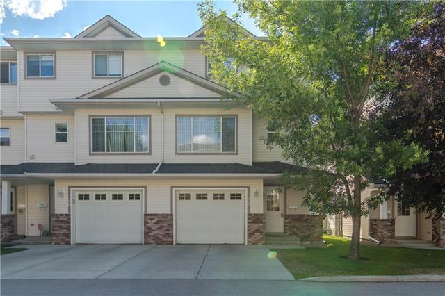 26 Country Hills Cove NW, Calgary, AB T3K 5G7 (#C4196874) :: Redline Real Estate Group Inc