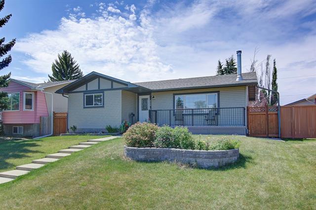 468 Huntbourne Hill(S) NE, Calgary, AB T2K 5G5 (#C4196885) :: Calgary Homefinders