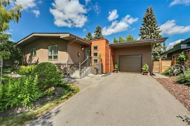 16 Governor Drive SW, Calgary, AB T3E 4Y7 (#C4197267) :: Your Calgary Real Estate