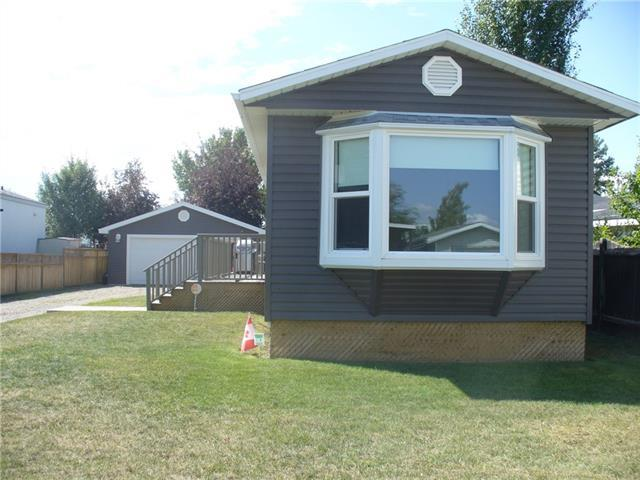 Briarwood Road, Strathmore, AB T1P 1E2 (#C4197499) :: Canmore & Banff