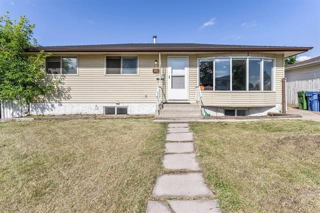 187 Manora Drive NE, Calgary, AB T2A 4P6 (#C4197708) :: Canmore & Banff