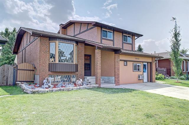 1813 Meadowbrook Drive SE, Airdrie, AB T4A 1V5 (#C4197852) :: Redline Real Estate Group Inc