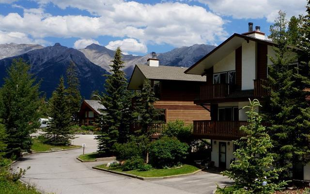 1061 Evergreen Circle #1, Canmore, AB T1W 2R2 (#C4198269) :: Canmore & Banff