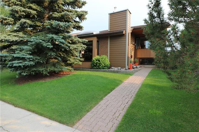 55 Cedarbrook Way SW, Calgary, AB T2W 3Y2 (#C4198310) :: Canmore & Banff