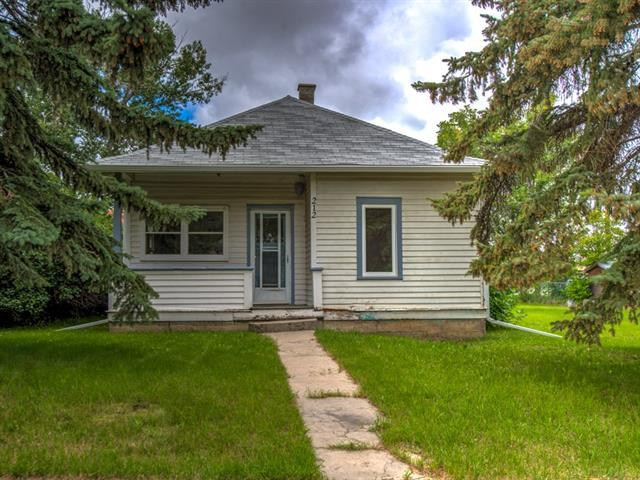 212 Fifth Avenue, Strathmore, AB T1P 1J6 (#C4198423) :: Canmore & Banff