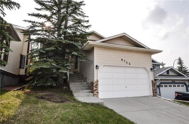 9745 Sanderling Drive NW, Calgary, AB  (#C4198429) :: Canmore & Banff