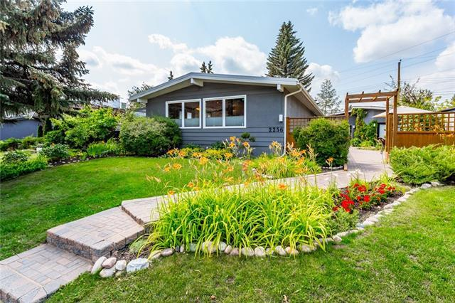 2256 Longridge Drive SW, Calgary, AB T3E 5N6 (#C4198606) :: Redline Real Estate Group Inc