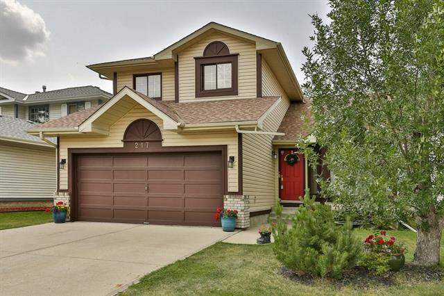217 Sandarac Drive NW, Calgary, AB T3K 3W8 (#C4198640) :: Canmore & Banff