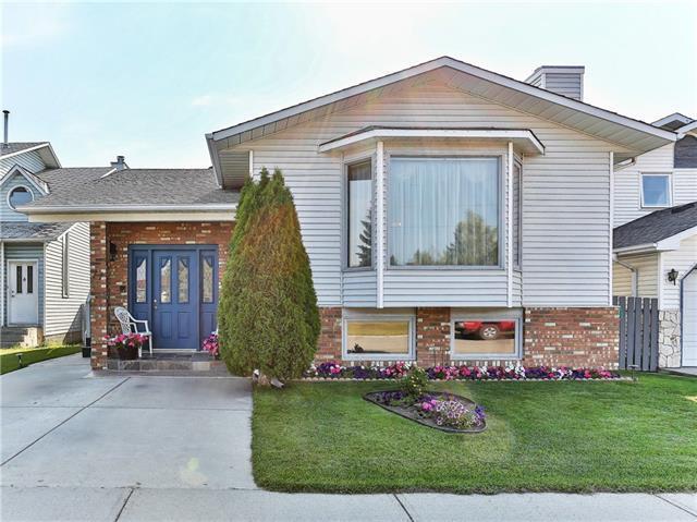 71 La Valencia Gardens NE, Calgary, AB T1Y 6P6 (#C4199207) :: Redline Real Estate Group Inc