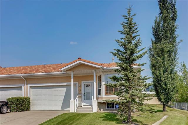 28 Signature Villa(S) SW, Calgary, AB T3H 3P6 (#C4199416) :: Your Calgary Real Estate