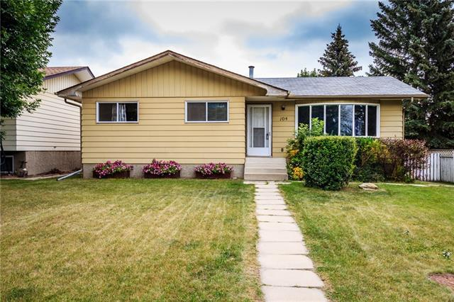 104 Baird Avenue, Cochrane, AB T4C 1C7 (#C4199570) :: Canmore & Banff