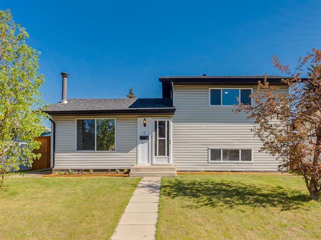 8 Penrith Place SE, Calgary, AB T2A 2J2 (#C4199573) :: Calgary Homefinders